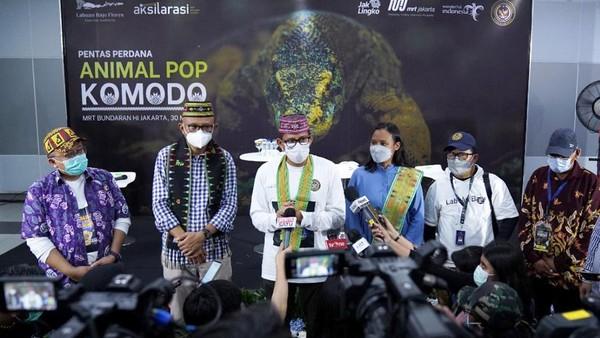 "Shana berada di Jakarta dalam rangka mempromosikan pariwisata Labuan Bajo melalui pementasan ""Animal Pop Komodo"" di Stasiun MRT Bundaran HI, pada Minggu (30/5/2021). Hadir pada kegiatan itu Menteri Pariwisata dan Ekonomi Kreatif (Menparekraf) Sandiaga Salahuddin Uno, Direktur Utama PT MRT Jakarta William Sabandar, serta Deputi Bidang Ekonomi Digital dan Produk Ekonomi Kreatif Kemenparekraf/Baparekraf Neil El Himam."