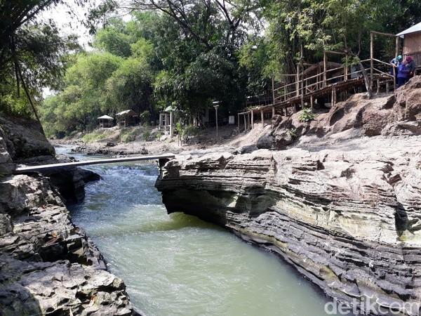 Koordinator Taman Wisata Batu Kapal Samsi Dwi Asaparudin (55) menjelaskan, sebelum menjadi taman wisata, lahan tersebut berisi tanaman bambu yang sangat rimbun dan banyak orang mengambil pasir di Sungai Opak.