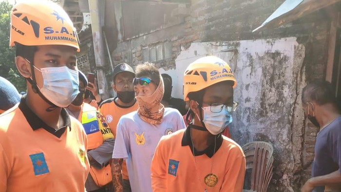 Evakuasi ABG yang hanyut di Bengawan Solo usai selamatkan itik, Selasa (1/6/2021)