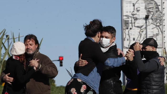 A couple dances a tango during a demonstration demanding they be allowed to practice in open spaces amidst ongoing restrictions due to surging new coronavirus caseloads, in Buenos Aires, Argentina, Saturday, May 29, 2021. Since the pandemic hit the country, tango, an essential part of Argentine culture, has been suspended to try to stop the wave of COVID-19 infections. (AP Photo/Natacha Pisarenko)