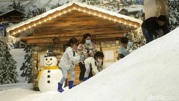 Wahana snow playground yang berada di area Lagoon ini pun jadi salah satu area bermain yang disukai oleh anak-anak.