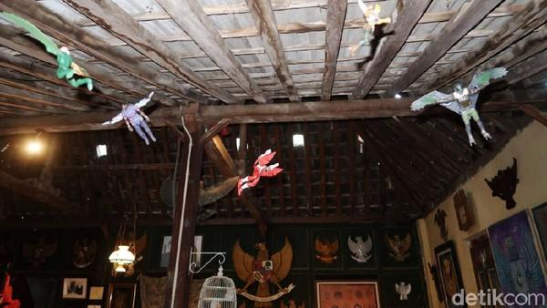 Menyoal koleksi Rumah Garuda, Nanang menyebut berisi apapun terkait dengan lambang negara baik bentuknya 2-3 dimensi.