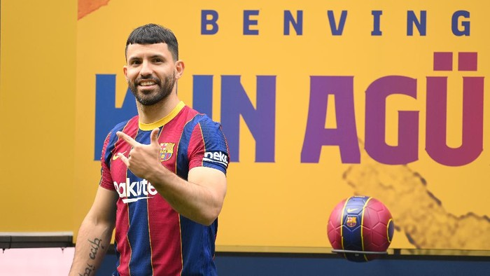 BARCELONA, SPAIN - MAY 31: Sergio Aguero reacts whilst posing for a photograph as he is presented as a Barcelona player at the Camp Nou Stadium on May 31, 2021 in Barcelona, Spain. (Photo by David Ramos/Getty Images)