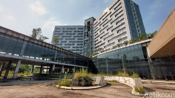 Berdiri di atas lahan seluas 3,2 hektare, kondotel itu terdiri dari dua bangunan utama. Yakni convention hall dan bangunan hotel setinggi 16 lantai ditambah basement. Total kamar yang ada di bangunan hotel itu mencapai 430-an kamar.