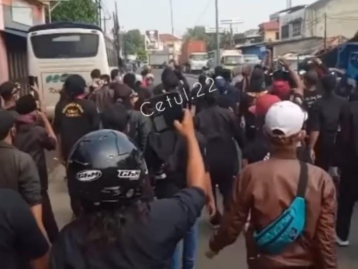 Bentrok ormas di Bekasi, Jawa Barat (tangkapan layar)