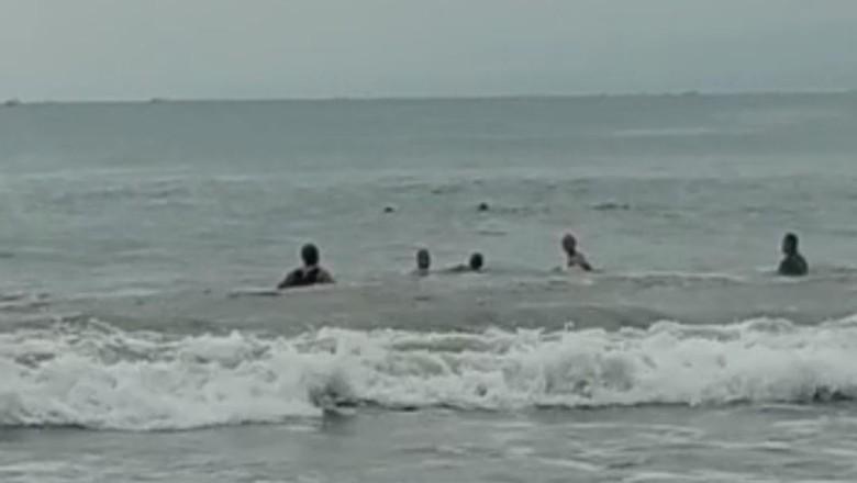 Detik-detik wisatawan tenggelam di Pantai Santolo di Garut.
