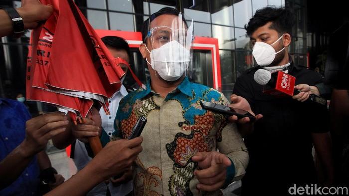 Plt Gubernur Sulawesi Selatan Andi Sudirman Sulaiman diperiksa KPK. Ia diperiksa sebagai saksi terkait kasus suap Nurdin Abdullah.