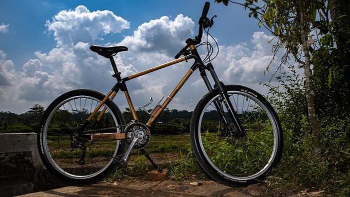 Bisnis pembuatan sepeda kian menjanjikan di masa pandemi Corona. Sepeda bambu buatan Indonesia ini pun bahkan jadi primadona di berbagai negara dunia.