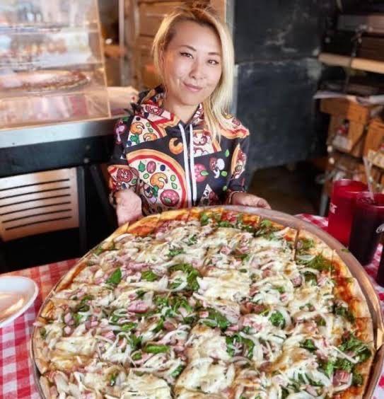 Menang Tantangan Makan Banyak, Wanita Ini Malah Diusir oleh Pemilik Restoran