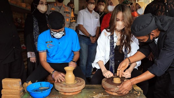 Desa Cibuntu, Kabupaten Kuningan di pilih dalam kegiatan sosialisasi ini karena Desa Cibuntu dikenal sebagai juara di level ASEAN untuk pariwisata. Desa Wisata Cibuntu pernah menyabet sebagai desa wisata terbaik urutan kelima tingkat ASEAN pada 2016 untuk bidang homestay.