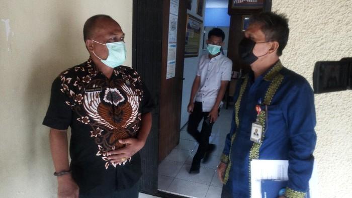 Ombudsman saat menyerahkan laporan soal tahanan kabur ke BNN Sumut (Datuk-detikcom)