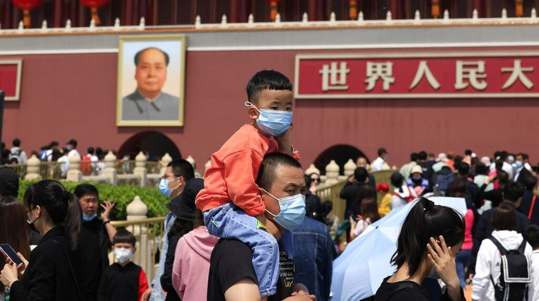 A child holds a dinosaur balloon during Childrens Day at a mall in Beijing on Tuesday, June 1, 2021. Chinas ruling Communist Party said it will ease birth limits to allow all couples to have three children instead of two in hopes of slowing the rapid aging of its population, which is adding to strains on the economy and society. (AP Photo/Ng Han Guan)