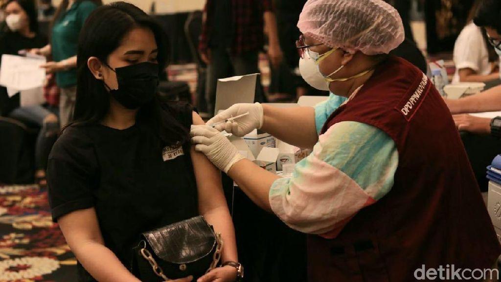 2.709 Pelaku Buparekraf Bandung Jalani Vaksinasi COVID-19 Dosis Kedua