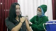 Pelaku Usaha di Mall Thamrin City Disuntik Vaksin COVID-19