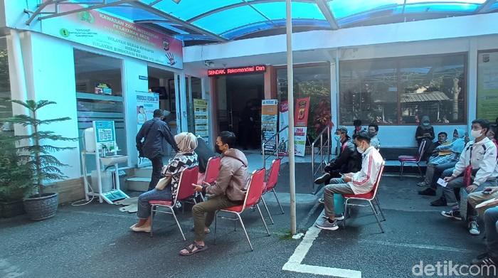Pemohon SKCK di Polrestabes Bandung