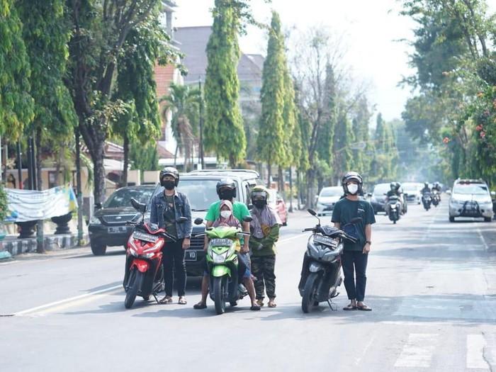 Hari Lahir Pancasila diperingati pada Selasa (1/6). Di Kota Kediri, ada pemandangan yang menunjukkan rasa dan jiwa nasionalisme.