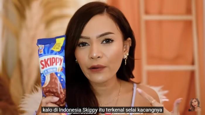 Rachel Goddard Makan Es Krim Sultan