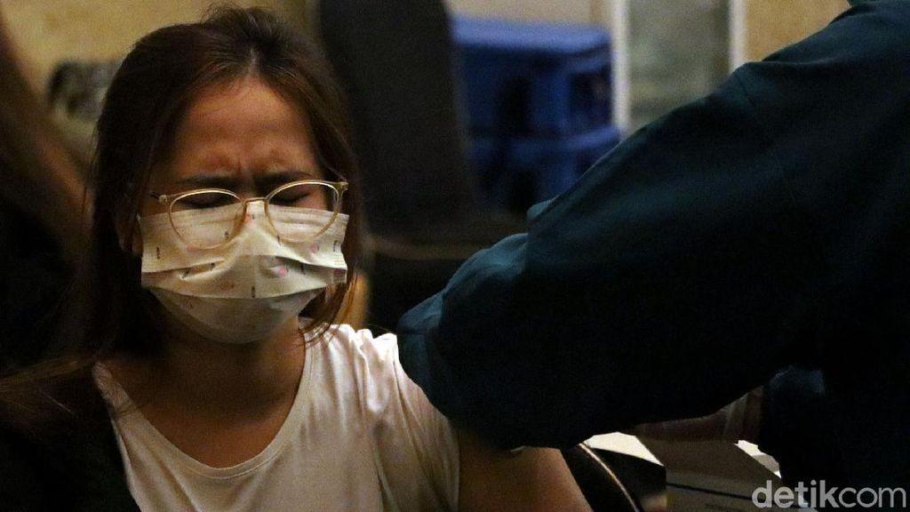 Ribuan Pelaku Buparekraf di Bandung Divaksin Corona Dosis Kedua