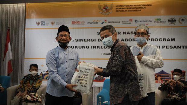 Telkom menghadirkan seminar nasional Sinergi dan Kolaborasi Program Mendukung Inklusi Keuangan Bagi Pesantren di Pekalongan, Jawa Tengah.