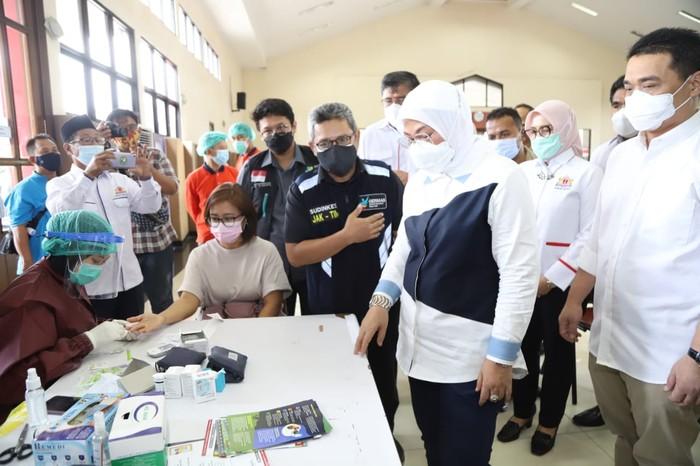 Vaksinasi COVID-19 yang diadakan Kemnaker diikuti sekitar seribu perwakilan anggota serikat pekerja/serikat buruh (SP/SB) dari KSPI, KSBSI, Sarbumusi, dan KSPN.