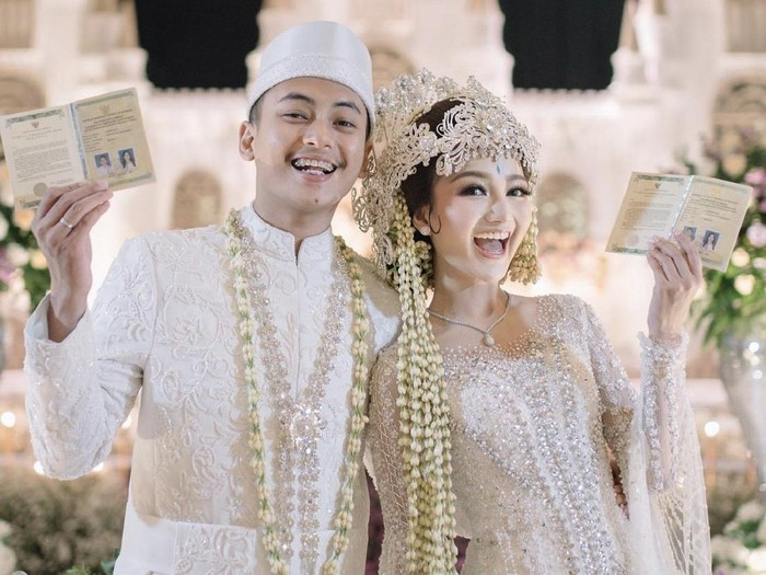 Viral pengantin dengan mahar saham dan logam mulia.