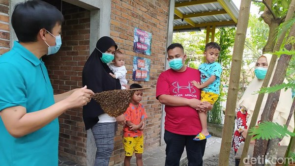 Ashfa Madu Borobudur juga melayani pembelian madu secara online. Mereka yang pernah datang dan membeli, pasti ingin kembali membeli dan memesan secara online. Kebanyakan yang pernah sudah beli pasti akan ketagihan. (Eko Susanto/detikTravel)