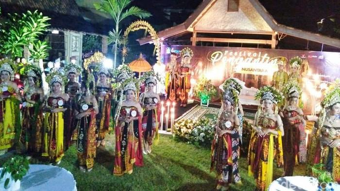 Pandemi COVID-19 tak membuat Pemkab Banyuwangi menyurutkan kegiatan festival. Salah satunya adalah Festival Pengantin Nusantara.