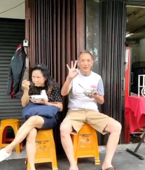 Salut! Bos Jalan Tol Jusuf Hamka Tak Gengsi Makan Bubur dan Soto Pinggir Jalan