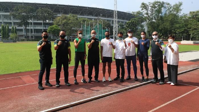 Tim CdM bersama Komite Olimpiade Indonesia (KOI) meninjau persiapan atlet menuju Tokyo. Kali ini, mereka mengunjungi pemusatan latihan nasional (pelatnas) atletik di Stadion Madya, Gelora Bung Karno (GBK) pada Kamis (3/6/2021).