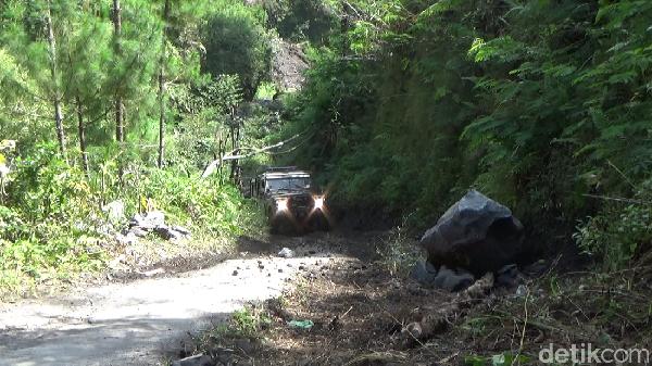 Pemerintah Kabupaten Lumajang nantinya berencana akan membuat destinasi wisata offroad di lereng gunung Semeru Lumajang. Sehingga diharapkan bisa membuat ekonomi masyarakat semakin tumbuh.