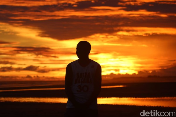 Saat senja, Keakwa makin mempesona. Lihat sendiri nih, cantiknya.(Yayasan Somatua/Istimewa)