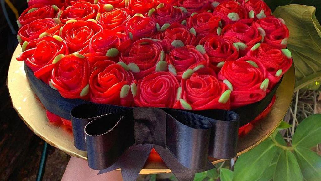 Keren! Roti Jala Ini Dibentuk Jadi Bunga Mawar yang Cantik