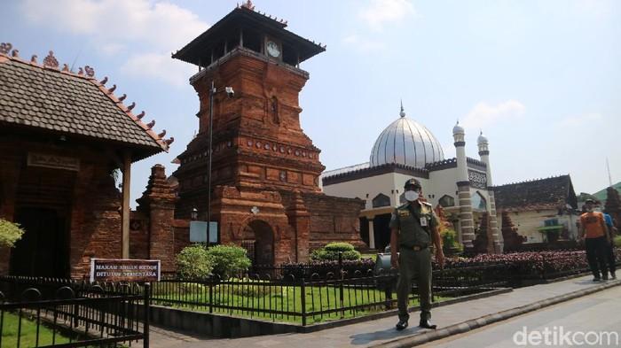 Kabupaten Kudus, Jawa Tengah menjadi zona merah penyebaran virus Corona atau COVID-19. Lalu bagaimana kondisi Kudus saat ini?