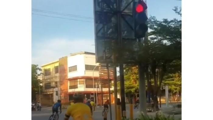 Viral komunitas sepeda di Makassar terobos lampu merah