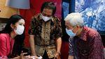 Warren Buffet Indonesia Bersua Bos Smartfren, Ada Sinyal Apa?