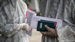 Kasus harian Corona di DKI pada 30 Mei kembali mencapai angka di atas 1.000. Warga diminta untuk tetap mematuhi protokol kesehatan.