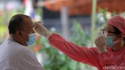 Vaksinasi COVID-19 terus digalakan di Jakarta. Sebanyak 2.520.101 warga Jakarta telah menerima vaksin dosis pertama per Kamis, 3 Juni 2021.