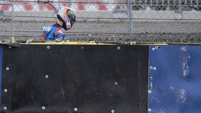 LE MANS, FRANCE - MAY 16:  Alex Rins of Spain and Team Suzuki ECSTAR  walks in service road after crashing out during the MotoGP race during the MotoGP of France - Race at  on May 16, 2021 in Le Mans, France. (Photo by Mirco Lazzari gp/Getty Images)