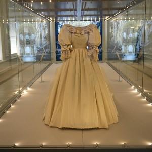 Gaun Pengantin Fenomenal Putri Diana Dipamerkan Pertamakalinya Dalam 25 Tahun