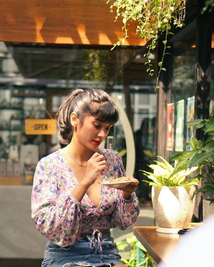 Doyan Makan Enak, Ini Keseruan Fanny Ghassani saat Jajan Sate dan Mie Goreng