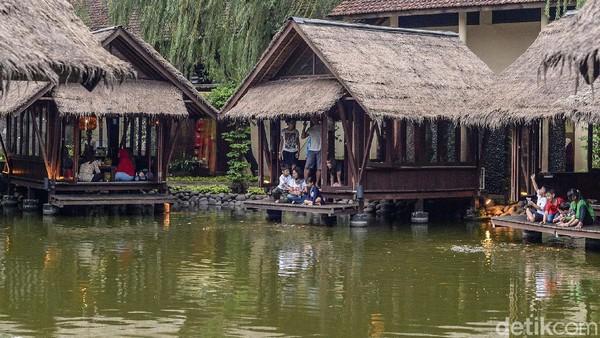 Bagi kamu yang nyari restoran Sunda dengan nuansa Sunda banget, Telaga Sampireun bisa jadi rekomendasi utama nih.