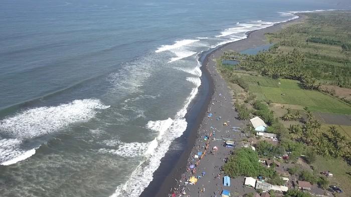 Kabupaten Lumajang masuk 8 kabupaten yang rawan mengalami tsunami Jawa Timur. BPBD Lumajang menyebut ada 9 desa di 5 kecamatan waspadai potensi tsunami ini.