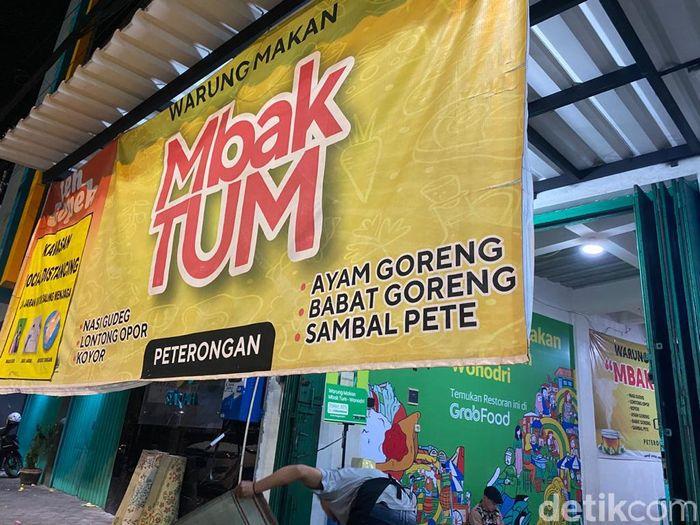 Mbak Tum: Gudeg Koyor dan Lontong Opor Enak di Semarang Sejak 1991