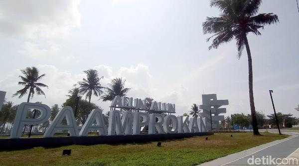 Pembangunan Alun-alun Paamprokan juga sebagai salah satu upaya peningkatan kualitas sarana penunjang pariwisata Pangandaran.
