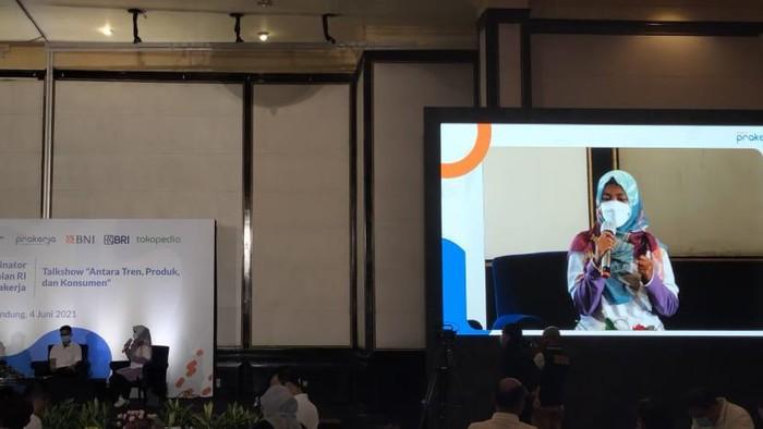 Menko Airlangga Hartarto bertemu peserta KUR di Bandung