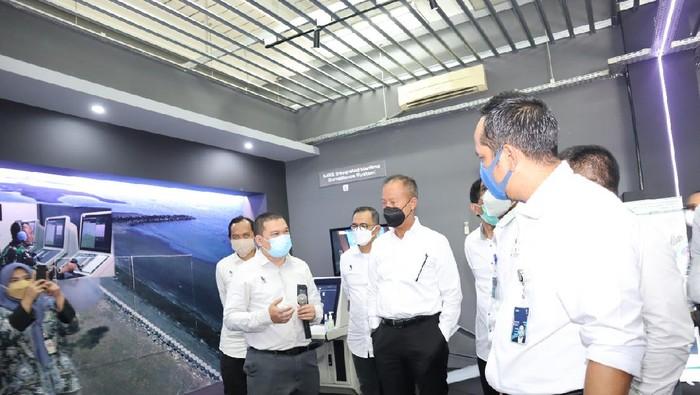 Menteri Perindustrian Agus Gumiwang kunjungi PT Len Industri
