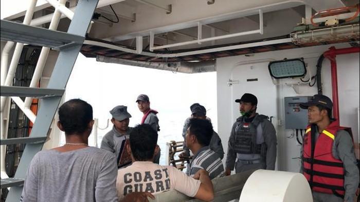 Proses Penyelamatan Nelayan di Perairan Belawan