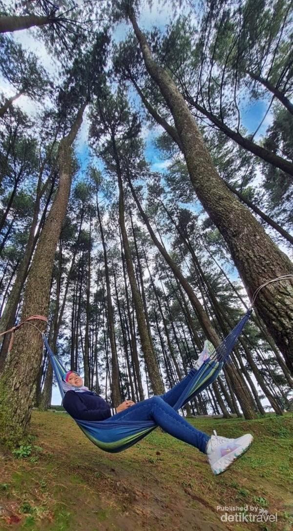 Bersantai di hammock Pasir Angin