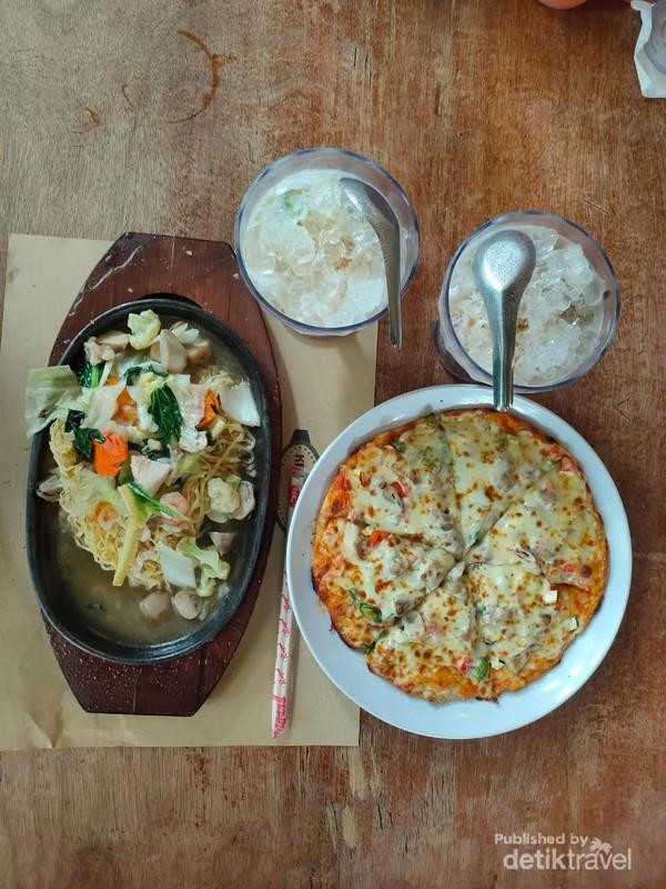 Pizza Kayu Bakar dan Mie Hot Plate menu rekomendasi di Kedai Kita
