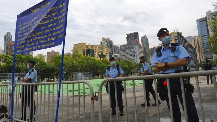 Ribuan polisi bersiaga jelang peringatan Tragedi Tiananmen di Hong Kong. Peringatan yang dihadiri ribuan warga itu biasanya diwarnai aksi menyalakan lilin.